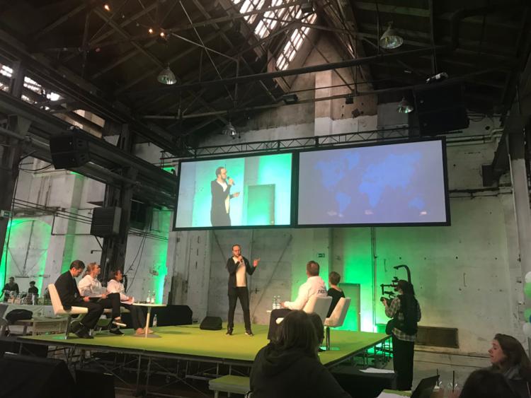 Neste Hackathon Erik Mashkilleyson presenting